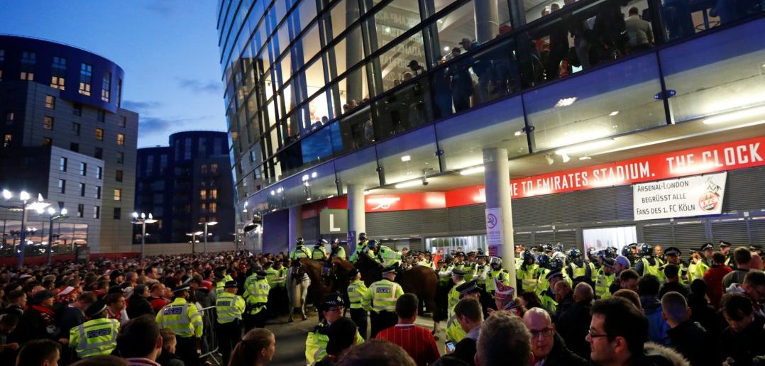 Police guard the stadium entrances as the kick off is delayed due to crowd safety issues ahead of the UEFA Europa League Group H football match between Arsenal and FC Cologne at The Emirates Stadium in London on September 14, 2017. Kick-off in the Europa League match between Arsenal and Cologne at the Emirates Stadium in London on Thursday has been delayed by an hour in the interests of crowd safety, the Premier League club announced. / AFP PHOTO / Adrian DENNIS (Photo credit should read ADRIAN DENNIS/AFP/Getty Images)