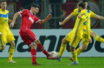 FC Cologne's midfielder from Serbia Milos Jojic and BATE Borisov's midfielder from Belarus Ihor Stasevich vie for the ball during the UEFA Europa League Group H football match between FC BATE Borisov and FC Cologne in Borisov outside Minsk on October 19, 2017. / AFP PHOTO / MAXIM MALINOVSKY (Photo credit should read MAXIM MALINOVSKY/AFP/Getty Images)