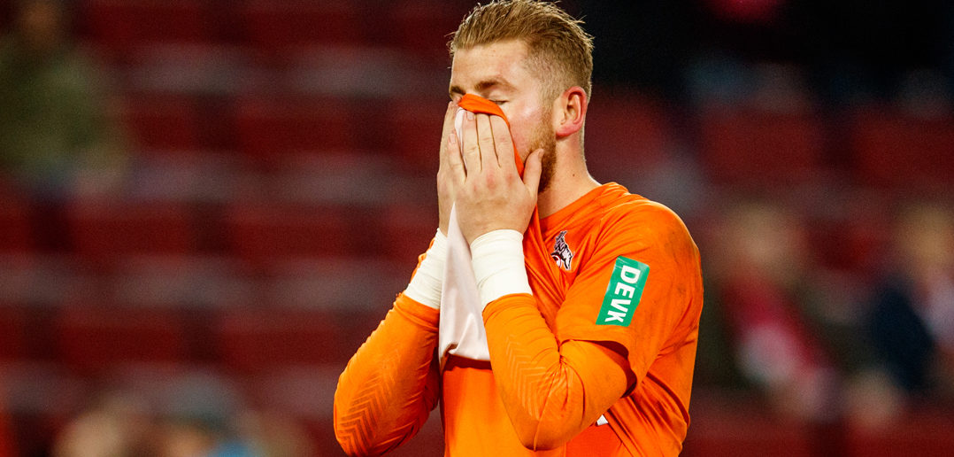 COLOGNE, GERMANY - NOVEMBER 26: Timo Horn of Koeln looks dejected after loosing the Bundesliga match between 1. FC Koeln and Hertha BSC at RheinEnergieStadion on November 26, 2017 in Cologne, Germany. (Photo by Lars Baron/Bongarts/Getty Images)