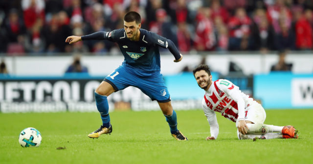 COLOGNE, GERMANY - NOVEMBER 05: Florian Grillitsch (L) of Hoffenheim eludes Leonardo Bittencourt of Koeln during the Bundesliga match between 1. FC Koeln and TSG 1899 Hoffenheim at RheinEnergieStadion on November 5, 2017 in Cologne, Germany. (Photo by Maja Hitij/Bongarts/Getty Images)