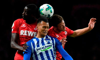 Berlin's German forward Davie Selke (C) Cologne's German midfielder Salih Ozcan (R) and Cologne's French forward Sehrou Guirassy vie for the ball during the German Cup (DFB Pokal) football match Hertha Berlin v 1 FC Cologne at the Olympic stadium in Berlin on October 25, 2017. / AFP PHOTO / John MACDOUGALL / RESTRICTIONS: ACCORDING TO DFB RULES IMAGE SEQUENCES TO SIMULATE VIDEO IS NOT ALLOWED DURING MATCH TIME. MOBILE (MMS) USE IS NOT ALLOWED DURING AND FOR FURTHER TWO HOURS AFTER THE MATCH. == RESTRICTED TO EDITORIAL USE == FOR MORE INFORMATION CONTACT DFB DIRECTLY AT +49 69 67880 / (Photo credit should read JOHN MACDOUGALL/AFP/Getty Images)