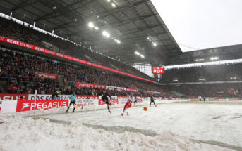 COLOGNE, GERMANY - DECEMBER 10: A general view of the action during heavy snow during the Bundesliga match between 1. FC Koeln and Sport-Club Freiburg at RheinEnergieStadion on December 10, 2017 in Cologne, Germany. (Photo by Dean Mouhtaropoulos/Bongarts/Getty Images)