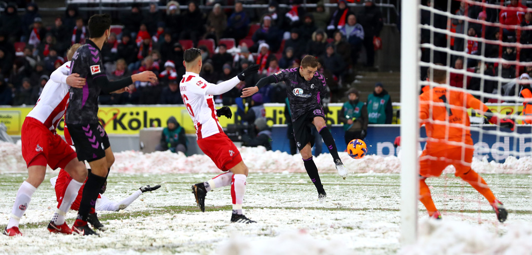 COLOGNE, GERMANY - DECEMBER 10: Nils Petersen of SC Freiburg shoots and scores his side's first goal during the Bundesliga match between 1. FC Koeln and Sport-Club Freiburg at RheinEnergieStadion on December 10, 2017 in Cologne, Germany. (Photo by Dean Mouhtaropoulos/Bongarts/Getty Images)