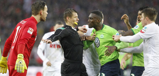 COLOGNE, GERMANY - FEBRUARY 04: Goalkeeper Thomas Kessler of Cologne (L) and Josuha Guilavogui of Wolfsburg (R) get agitated during the Bundesliga match between 1. FC Koeln and VfL Wolfsburg at RheinEnergieStadion on February 4, 2017 in Cologne, Germany. (Photo by Mika Volkmann/Bongarts/Getty Images)