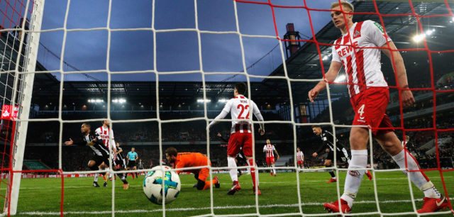 COLOGNE, GERMANY - JANUARY 14: Raffael of Borussia Monchengladbach shoots and scores a goal past Goalkeeper, Timo Horn of FC Koeln during the Bundesliga match between 1. FC Koeln and Borussia Moenchengladbach at RheinEnergieStadion on January 14, 2018 in Cologne, Germany. (Photo by Dean Mouhtaropoulos/Bongarts/Getty Images)