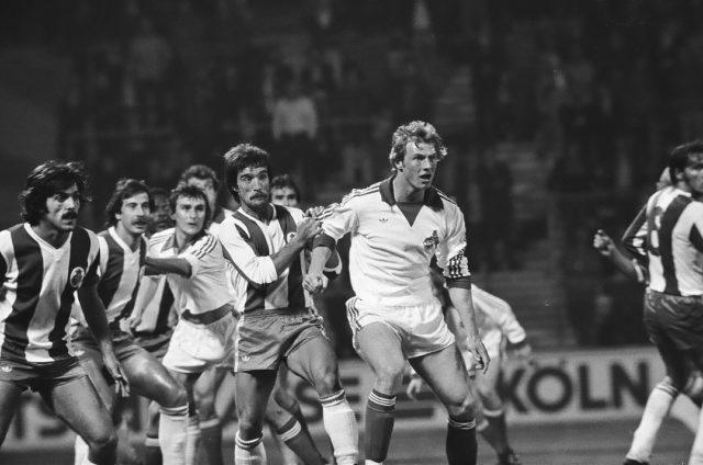 001: Europapokalhinspiel FC – Porto, 14. September 1977. Vorne Holger Willmer, hinten Dieter Müller.