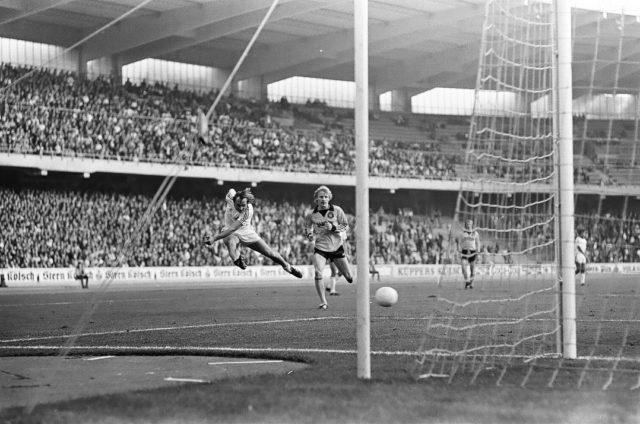24. September 1977, BL-Spiel gegen Borussia Dortmund. Roger van Gool erzielt das 2:0 für den FC.