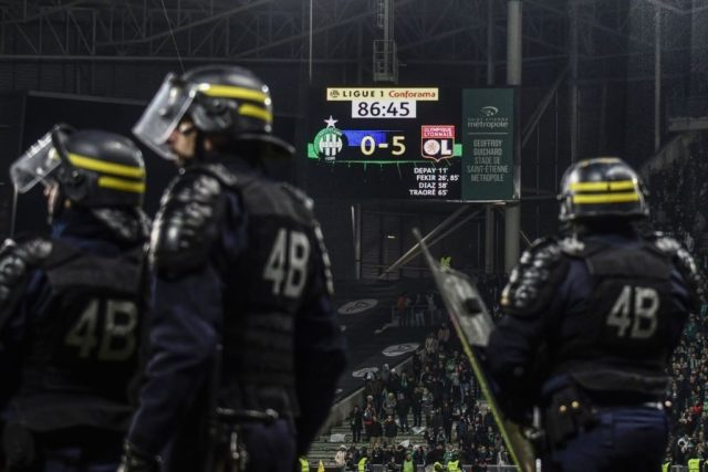 French riot police stand on the pitch after fans interrupted the match during the French L1 football match between AS Saint-Etienne and Olympique Lyonnais, on November 5, 2017, at the Geoffroy Guichard stadium in Saint-Etienne, central France. / AFP PHOTO / JEFF PACHOUD (Photo credit should read JEFF PACHOUD/AFP/Getty Images)