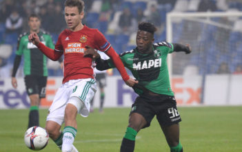 REGGIO NELL'EMILIA, ITALY - NOVEMBER 03: Claud Adjapong (R) of US Sassuolo Calcio competes with Louis Schaub of SK Rapid Wien during the UEFA Europa League match between US Sassuolo Calcio and SK Rapid Wien at Mapei Stadium - Citta' del Tricolore on November 3, 2016 in Reggio nell'Emilia, Italy . (Photo by Dino Panato/Getty Images)