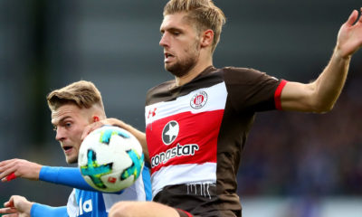 KIEL, GERMANY - SEPTEMBER 19: Marvin Duksch (L) of Kiel and Lasse Sobiech of St. Pauli battle for the ball during the Second Bundesliga match between Holstein Kiel and FC St. Pauli at Holstein-Stadion on September 19, 2017 in Kiel, Germany. (Photo by Martin Rose/Bongarts/Getty Images)