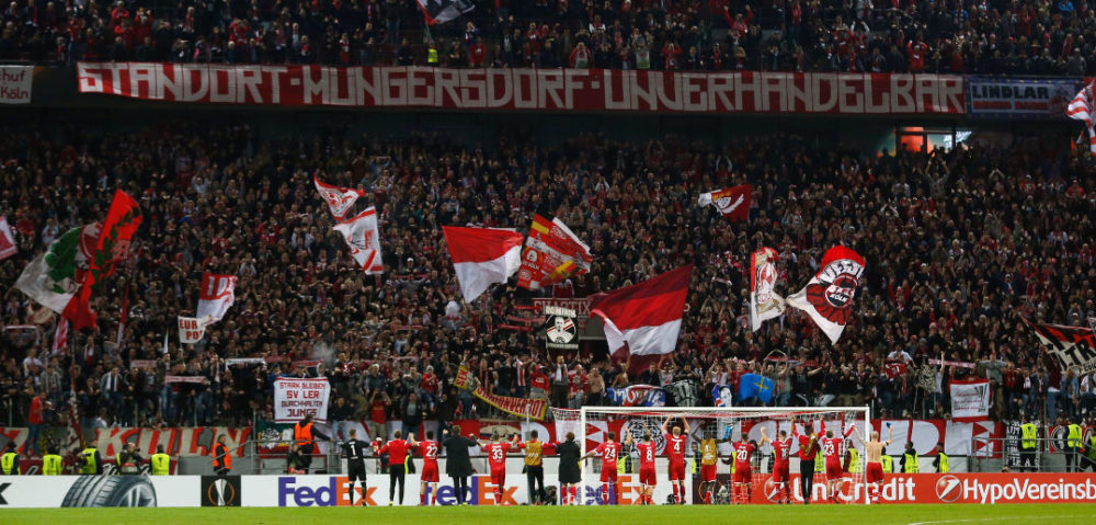 Cologne's players celebrate with their fans after the UEFA Europa League football match 1 FC Cologne v Arsenal FC on November 23, 2017 in Cologne, western Germany. / AFP PHOTO / INA FASSBENDER (Photo credit should read INA FASSBENDER/AFP/Getty Images)