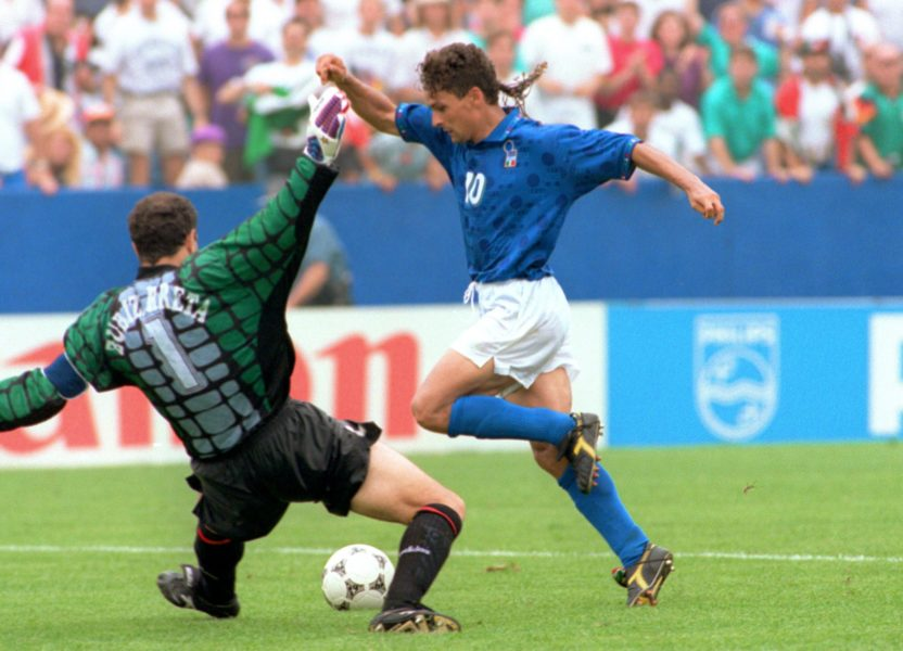 BOSTON, : Italian forward Roberto Baggio (R) dribbles past Spanish goalkeeper Andoni Zubizarreta to score his team's first goal 09 July 1994 at Foxboro stadium in Boston during their Soccer World Cup quarterfinal game. Italy won 2-1 as Baggio scored twice. AFP PHOTO/TIM CLARY (Photo credit should read TIM CLARY/AFP/Getty Images)
