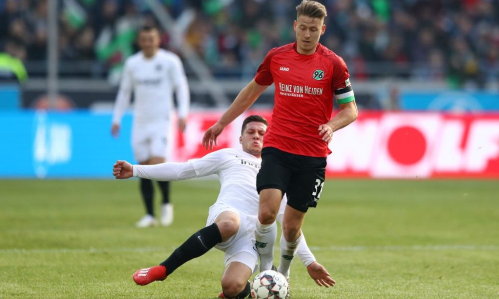 HANOVER, GERMANY - FEBRUARY 24: Waldemar Anton of Hannover 96 is challenged by Luka Jovic of Eintracht Frankfurt during the Bundesliga match between Hannover 96 and Eintracht Frankfurt at HDI-Arena on February 24, 2019 in Hanover, Germany. (Photo by Martin Rose/Bongarts/Getty Images)