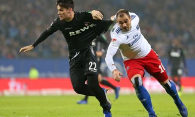 HAMBURG, GERMANY - NOVEMBER 05: (L-R) Jorge Mere of 1. FC Koeln and Pierre-Michel Lasogga of Hamburger SV battle for the ball during the Second Bundesliga match between Hamburger SV and 1. FC Koeln at Volksparkstadion on November 5, 2018 in Hamburg, Germany. (Photo by Cathrin Mueller/Bongarts/Getty Images)