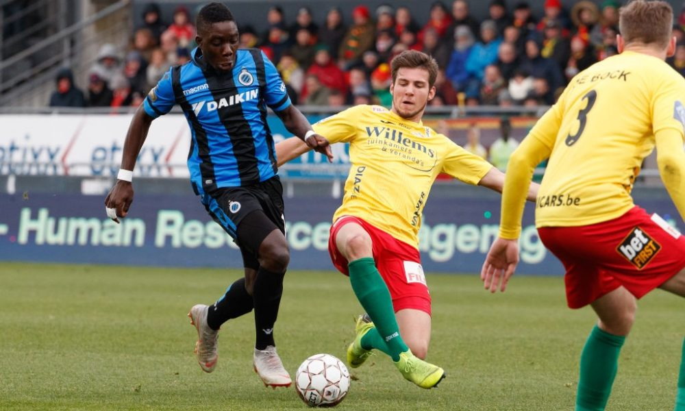 Oostende's Jordi Vanlerberghe and Club's Marvelous Nakamba fight for the ball during the soccer match between KV Oostende and Club Brugge, Sunday 27 January 2019 in Oostende, on the 23rd day of the 'Jupiler Pro League' Belgian soccer championship season 2018-2019. BELGA PHOTO KURT DESPLENTER (Photo credit should read KURT DESPLENTER/AFP/Getty Images)