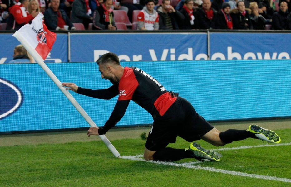 COLOGNE, GERMANY - SEPTEMBER 29: Vedad Ibisevic of Hertha BSC celebrates after scoring his team's second goal during the Bundesliga match between 1. FC Koeln and Hertha BSC at RheinEnergieStadion on September 29, 2019 in Cologne, Germany. (Photo by Dean Mouhtaropoulos/Bongarts/Getty Images)