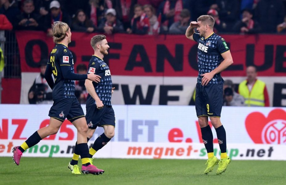MAINZ, GERMANY - OCTOBER 25: Simon Terodde of 1.FC Koln is congratulated after scoring the opening goal during the Bundesliga match between 1. FSV Mainz 05 and 1. FC Koeln at Opel Arena on October 25, 2019 in Mainz, Germany. (Photo by Alex Grimm/Bongarts/Getty Images)