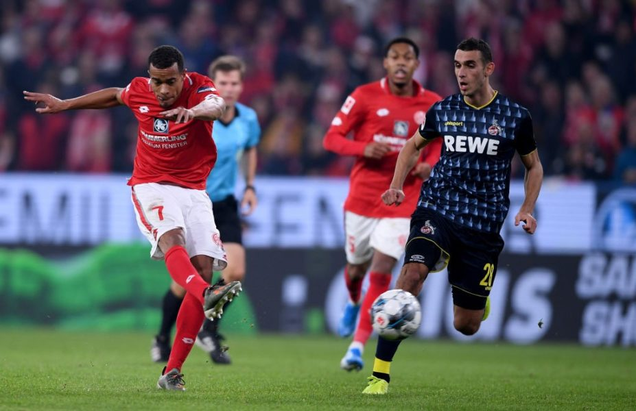 MAINZ, GERMANY - OCTOBER 25: Robin Quaison of 1.FSV Mainz 05 celebrates after he scores their second goal during the Bundesliga match between 1. FSV Mainz 05 and 1. FC Koeln at Opel Arena on October 25, 2019 in Mainz, Germany. (Photo by Alex Grimm/Bongarts/Getty Images)