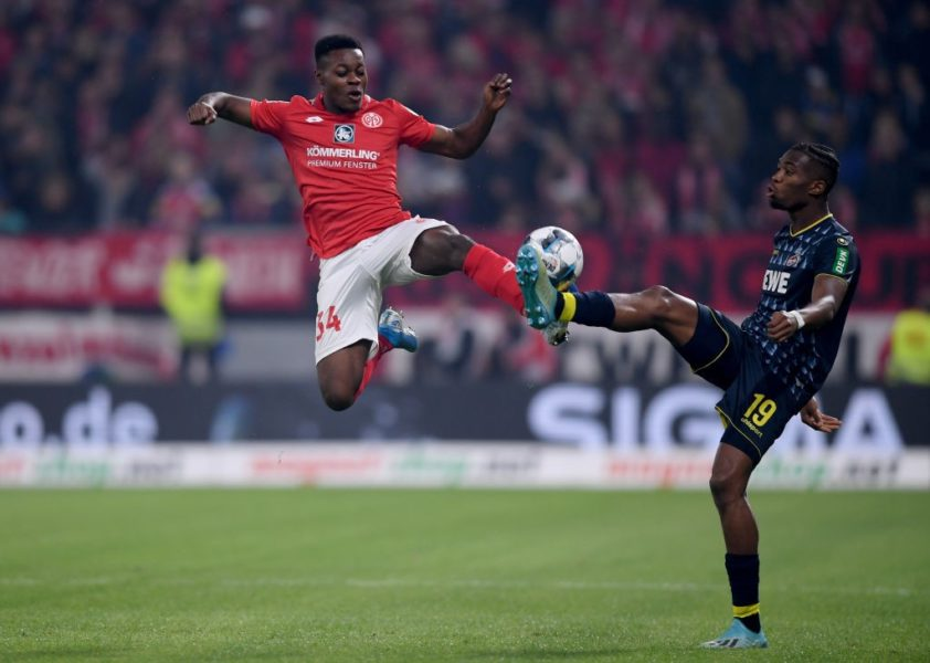 MAINZ, GERMANY - OCTOBER 25: Ridle Baku of 1.FSV Mainz 05 during challenges Kingsley Ehizibue of 1. FC Koel in the Bundesliga match between 1. FSV Mainz 05 and 1. FC Koeln at Opel Arena on October 25, 2019 in Mainz, Germany. (Photo by Alex Grimm/Bongarts/Getty Images)