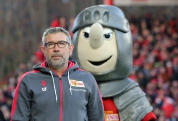 BERLIN, GERMANY - NOVEMBER 23: Head coach Urs Fischer of Berlin looks on prior to the Bundesliga match between 1. FC Union Berlin and Borussia Moenchengladbach at Stadion An der Alten Foersterei on November 23, 2019 in Berlin, Germany. (Photo by Matthias Kern/Bongarts/Getty Images)
