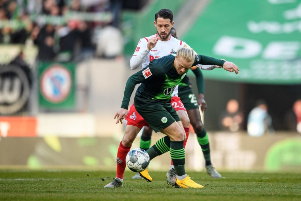 COLOGNE, GERMANY - JANUARY 18: Xaver Schlager of Wolfsburg is challenged by Mark Uth of Cologne during the Bundesliga match between 1. FC Koeln and VfL Wolfsburg at RheinEnergieStadion on January 18, 2020 in Cologne, Germany. (Photo by Jörg Schüler/Bongarts/Getty Images)