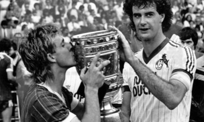 Fußball, DFB-Pokalfinale 1982/1983, 1. FC Köln - Fortuna Köln Gerd Strack re. und Pierre Littbarski beide 1. FC Köln sind DFB Pokalsieger 1983