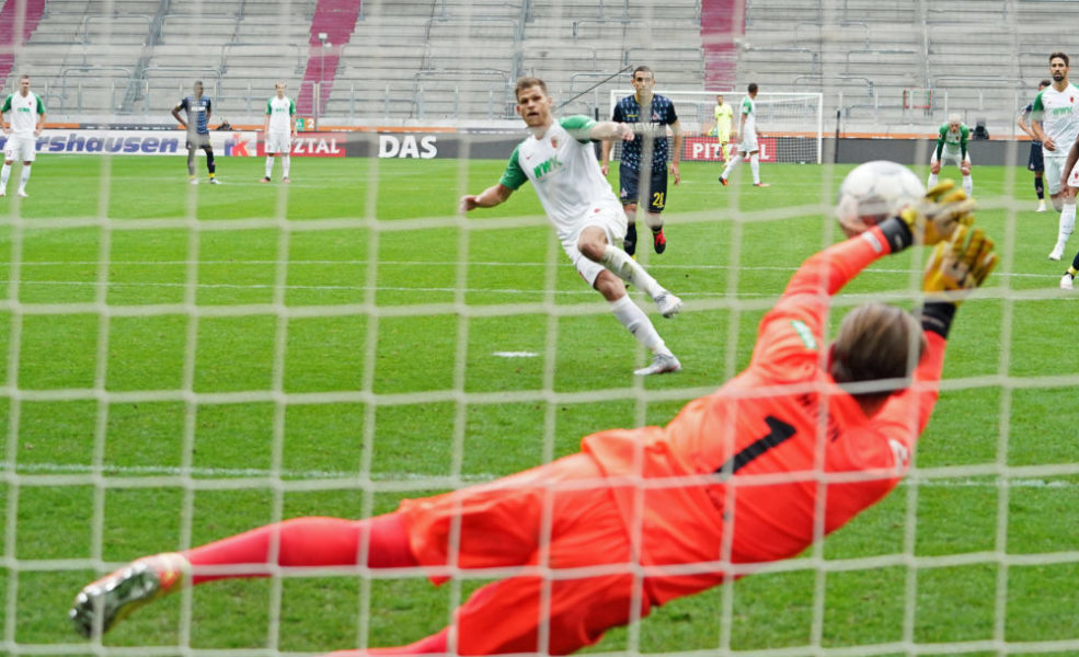 Sport Bilder des Tages 1.Bundesliga FC AUGSBURG - 1.FC KOELN Augsburg, Deutschland, 7. Juni 2020, Timo HORN, 1.FCK 1 hält den 11 Meterschuss von Florian NIEDERLECHNER, FCA 7 beim Spiel FC AUGSBURG - 1.FC KOELN 1.Bundesliga, Saison 2019/2020, 30.Spieltag, Köln Foto: Peter Schatz / Pool Important: DFL REGULATIONS PROHIBIT ANY USE OF PHOTOGRAPHS as IMAGE SEQUENCES and/or QUASI-VIDEO - National and international News-Agencies OUT Editorial Use ONLY Augsburg WWK Arena Bayern Deutschland *** 1 Bundesliga FC AUGSBURG 1 FC KOELN Augsburg, Germany, 7 June 2020, Timo HORN, 1 FCK 1 holds the 11 metre shot by Florian NIEDERLECHNER, FCA 7 at the match FC AUGSBURG 1 FC KOELN 1 Bundesliga, season 2019 2020, 30 matchday, Cologne Photo Peter Schatz Pool Important DFL REGULATIONS PROHIBIT ANY USE OF PHOTOGRAPHS as IMAGE SEQUENCES and or QUASI VIDEO National and international News Agencies OUT Editorial Use ONLY Augsburg WWK Arena Bayern Germany Poolfoto Peter Schatz / Pool ,EDITORIAL USE ONLY