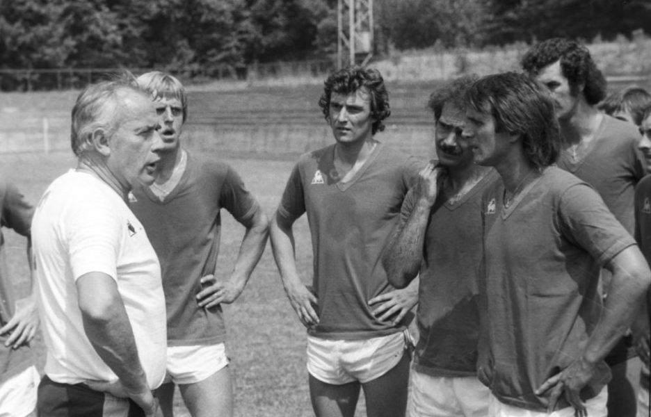 Trainer Hennes Weisweiler 1. FC Koeln Training mit v.l. Hein, Dieter Mueller, Konopka und Wolfgang Overath 08.07.1976 HM