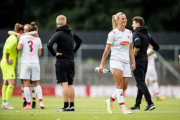 FLYERALARM Frauen Fussball Bundesliga 1. FC Koeln - SC Sand 28.06.2020 Trotz Sieg gegen den SC Sand kann der Abstieg nicht verhindert werden - Trauer beim 1. FC Koeln: Rachel Rinast 31, 1. FC Koeln FLYERALARM Frauen Fussball Bundesliga, 1. FC Koeln - SC Sand, Koeln, Franz-Kremer-Stadion DFL REGULATIONS PROHIBIT ANY USE OF PHOTOGRAPHS AS IMAGE SEQUENCES AND/OR QUASI-VIDEO. *** FLYERALARM Women Soccer Bundesliga 1 FC Cologne SC Sand 28 06 2020 Despite the victory against SC Sand the relegation can not be prevented Grief at 1 FC Cologne Rachel Rinast 31, 1 FC Cologne FLYERALARM Women Soccer Bundesliga, 1 FC Cologne SC Sand, Cologne, Franz Kremer Stadion DFL REGULATIONS PROHIBIT ANY USE OF PHOTOGRAPHS AS IMAGE SEQUENCES AND OR QUASI VIDEO Copyright: xBEAUTIFULxSPORTS/Wunderlx