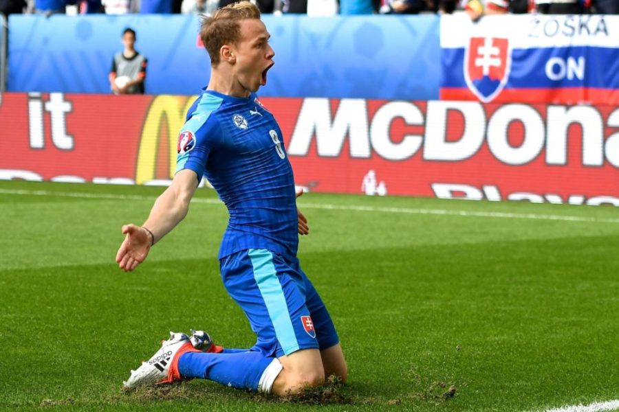 11.06.2016, Stade de Bordeaux, Bordeaux, FRA, UEFA EURO EM Europameisterschaft Fussball Frankreich, Wales vs Slowakei, Gruppe B, im Bild Ondrej Duda of Slovakia celebrates scoring their first goal to make it Wales 1 Slovakia 1 during // Ondrej Duda of Slovakia celebrates scoring their first goal to make it Wales 1 Slovakia 1 during Group B match between Wales and Slovakia of the UEFA EURO 2016 France at the Stade de Bordeaux in Bordeaux, France on 2016/06/11. Bordeaux PUBLICATIONxNOTxINxAUT EP_fil 11 06 2016 Stade de Bordeaux Bordeaux FRA UEFA Euro euro European Championship Football France Wales vs Slovakia Group B in Picture Ondrej Duda of Slovakia Celebrates Scoring their First Goal to Make It Wales 1 Slovakia 1 during Ondrej Duda of Slovakia Celebrates Scoring their First Goal to Make It Wales 1 Slovakia 1 during Group B Match between Wales and Slovakia of The UEFA Euro 2016 France AT The Stade de Bordeaux in Bordeaux France ON 2016 06 11 Bordeaux PUBLICATIONxNOTxINxAUT EP_fil