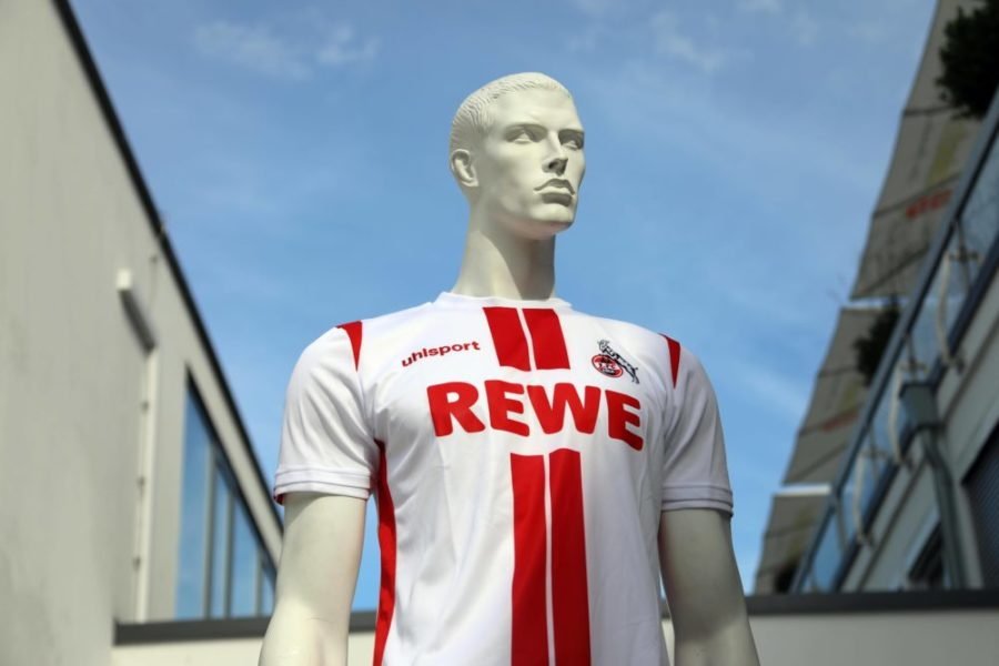 1. FC Köln 1. Fussball Bundesliga Saison 2020 2021 Geißbockheim Köln Deutschland 03.08.2020 Neues Heimtrikot *** 1 FC Cologne 1 Football Bundesliga Season 2020 2021 Geißbockheim Cologne Germany 03 08 2020 New home kit