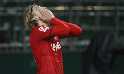 06.11.2020, wohninvest WESERSTADION, Bremen, Ligaspiel, 1. Bundesliga, SV Werder Bremen vs 1. FC Koeln, im Bild Sebastiaan Bornauw 33, Koeln ist nah dem Elfmeterpfiff enttaeuscht und schlaegt die Haende vor sein Gesicht DFL regulations prohibit any use of photographs as image sequences and/or quasi-video. SV Werder Bremen vs 1. FC Koeln *** 06 11 2020, wohninvest WESERSTADION, Bremen, League game, 1 Bundesliga, SV Werder Bremen vs 1 FC Koeln, in the picture Sebastiaan Bornauw 33, Koeln is disappointed near the penalty kick and puts his hands in front of his face DFL regulations prohibit any use of photographs as image sequences and or quasi video SV Werder Bremen vs 1 FC Koeln