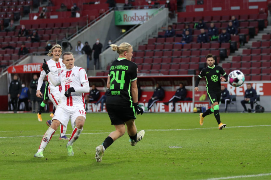 COLOGNE, GERMANY - DECEMBER 05: Ondrej Duda of 1. FC Koln scores his team's second goal during the Bundesliga match between 1. FC Koeln and VfL Wolfsburg at RheinEnergieStadion on December 05, 2020 in Cologne, Germany. Football Stadiums around Germany remain empty due to the Coronavirus Pandemic as Government social distancing laws prohibit fans inside venues resulting in fixtures being played behind closed doors. (Photo by Lars Baron/Getty Images)