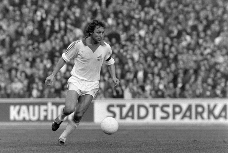 Fussball 1. Bundesliga Saison 1978/1979 1. FC Koeln - Bayern Muenchen 04.11.1978 Heinz FLOHE (Koeln) am Ball FOTO: WEREK Pressebildagentur xxNOxMODELxRELEASExx Football 1 Bundesliga Season 1978 1979 1 FC Cologne Bavaria Munich 04 11 1978 Heinz Flohe Cologne at Ball Photo WEREK xxNOxMODELxRELEASExx