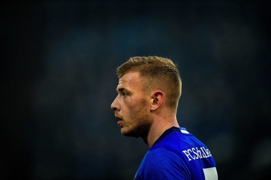 Schalke's midfielder Max Meyer looks on during the German first division Bundesliga football match Schalke 04 vs Hertha Berlin in Gelsenkirchen, western Germany, on March 3, 2018. / AFP PHOTO / SASCHA SCHUERMANN / RESTRICTIONS: DURING MATCH TIME: DFL RULES TO LIMIT THE ONLINE USAGE TO 15 PICTURES PER MATCH AND FORBID IMAGE SEQUENCES TO SIMULATE VIDEO. == RESTRICTED TO EDITORIAL USE == FOR FURTHER QUERIES PLEASE CONTACT DFL DIRECTLY AT + 49 69 650050 (Photo credit should read SASCHA SCHUERMANN/AFP via Getty Images)