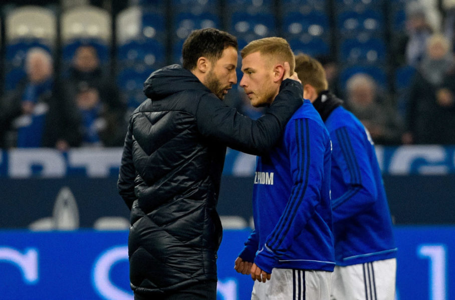 Schalke's German headcoach Domenico Tedesco (L) and Schalke's German midfielder Max Meyer react during the German first division Bundesliga football match Schalke 04 vs Hertha Berlin in Gelsenkirchen, western Germany, on March 3, 2018. / AFP PHOTO / SASCHA SCHUERMANN / RESTRICTIONS: DURING MATCH TIME: DFL RULES TO LIMIT THE ONLINE USAGE TO 15 PICTURES PER MATCH AND FORBID IMAGE SEQUENCES TO SIMULATE VIDEO. == RESTRICTED TO EDITORIAL USE == FOR FURTHER QUERIES PLEASE CONTACT DFL DIRECTLY AT + 49 69 650050 (Photo credit should read SASCHA SCHUERMANN/AFP via Getty Images)