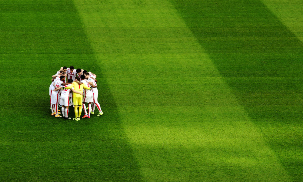 Rhein-Energie-Stadion Köln 20.2.2021, 1. Fussball Bundesliga Saison 2020/21, 22.Spieltag, 1.FC Köln KOE, weiss vs VfB Stuttgart VFB gruen - Die Mannschaft des FC Köln schwört sich vor dem Spiel ein DFL REGULATIONS PROHIBIT ANY USE OF PHOTOGRAPHS AS IMAGE SEQUENCES AND OR QUASI VIDEO *** Rhein Energie Stadion Köln 20 2 2021, 1 Fussball Bundesliga Saison 2020 21, 22 Spieltag, 1 FC Köln KOE, weiss vs VfB Stuttgart VFB gruen The FC Köln team swears in before the game DFL REGULATIONS PROHIBIT ANY USE OF PHOTOGRAPHS AS IMAGE SEQUENCES AND OR QUASI VIDEO