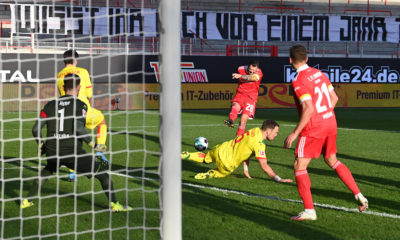 Fussball, Herren, Saison 2020/2021, 1. Bundesliga 25. Spieltag, 1. FC Union Berlin - 1. FC Köln, Christopher Trimmel 1. FC Union Berlin erzielt das Tor zum 2:1 gegen Torhüter Timo Horn 1. FC Köln, 13.03. 2021, *** Football, Men, 2020 2021 season, 1 Bundesliga 25 matchday , 1 FC Union Berlin 1 FC Köln, Christopher Trimmel 1 FC Union Berlin scores the goal to 2 1 against goalkeeper Timo Horn 1 FC Köln , 13 03 2021, Copyright: xMatthiasxKochx