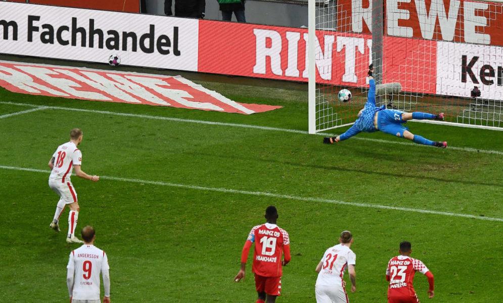 11.04.2021, xjhx, Fussball 1.Bundesliga, 1.FC Koeln - FSV Mainz 05 emspor, v.l. Ondrej Duda 1. FC Köln, Robin Zentner FSV Mainz 05 Goal scored, erziehlt das Tor zum 1:1 Elfmeter, Strafstoss, Elfmeterschiessen DFL/DFB REGULATIONS PROHIBIT ANY USE OF PHOTOGRAPHS as IMAGE SEQUENCES and/or QUASI-VIDEO Koeln *** 11 04 2021, xjhx, Football 1 Bundesliga, 1 FC Koeln FSV Mainz 05 emspor, v l Ondrej Duda 1 FC Koeln , Robin Zentner FSV Mainz 05 Goal scored, scores the goal to 1 1 Penalty, penalty kick, penalty shootout DFL DFB REGULATIONS PROHIBIT ANY USE OF PHOTOGRAPHS as IMAGE SEQUENCES and or QUASI VIDEO Koeln