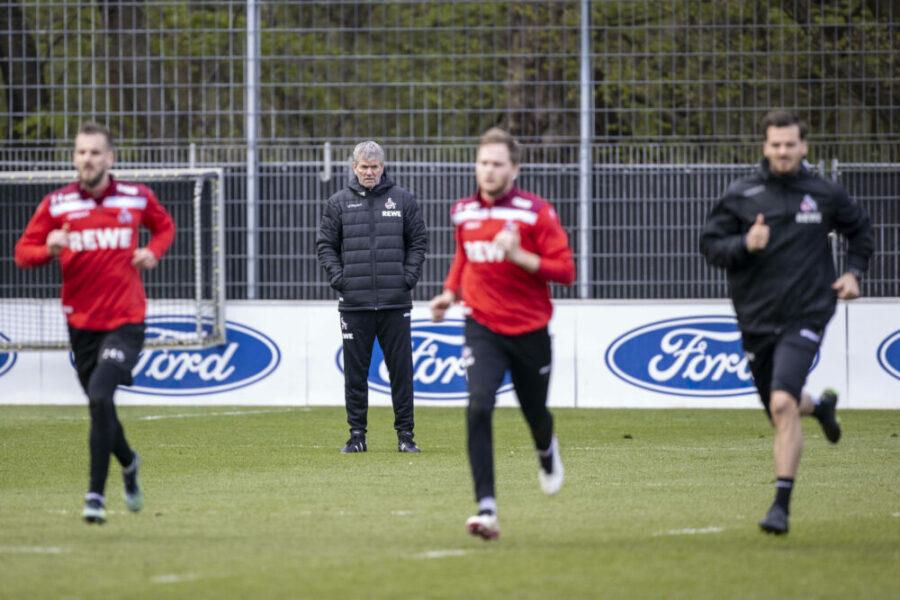 13.04.2021 , Köln Koeln , Friedhelm Funkel neuer Trainer des Bundesligisten 1. FC Köln nach der Entlassung von Thomas Gisdol. Friedhelm funkel leitet sein erstes Training am Geisbockheim an der Franz-Kremer-Allee 1-3. *** 13 04 2021 , Köln Koeln , Friedhelm Funkel new coach of Bundesliga team 1 FC Köln following the sacking of Thomas Gisdol Friedhelm funkel conducts his first training session at the Geisbockheim on Franz Kremer Allee 1 3