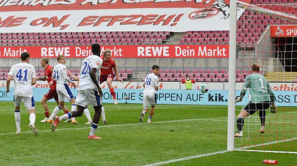 Sebastiaan Bornauw 1.FC Koeln, hinten mitte, erzielt mit diesem Kopfball das Tor zum 1:0 22.05.2021, Fussball GER, Saison 2020 2021, 1. Bundesliga, 34. Spieltag, 1. FC Köln - FC Schalke 04, , Foto: Maik Hölter/TEAM2sportphoto ***DFL regulations prohibit any use of photographs as image sequences and/or quasi-video.*** Köln Nordrhein Westfalen Deutschland *** Sebastiaan Bornauw 1 FC Koeln , center back, scores with this header to 1 0 22 05 2021, Soccer GER, Season 2020 2021, 1 Bundesliga, 34 Matchday, 1 FC Köln FC Schalke 04, , Photo Maik Hölter TEAM2sportphoto DFL regulations prohibit any use of photographs as image sequences and or quasi video Cologne North Rhine Westphalia Germany Team2
